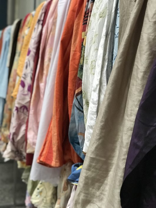 Zdjęcia mają charakter poglądowy i pokazują jakiego rodzaju odzieży można się spodziewać w worku.